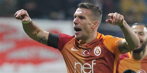#lukas podolski #why the gladiator music though? Lukas Podolski von Galatasaray Istanbul geht demnächst womöglich in Japan auf Torejagd. | Express.de