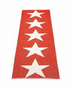 Tapis Tressé Plastique : pappelina viggo one rouge vanille tapis design en ~ Teatrodelosmanantiales.com Idées de Décoration