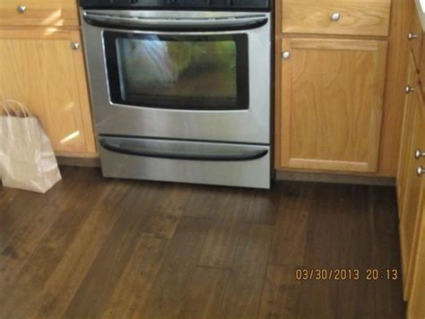 what color wood floor goes with oak cabinets what color wood laminate flooring with oak cabinets