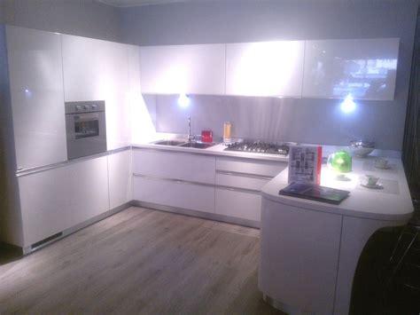 cucina Scavolini modello Tess laccata lucida bianca