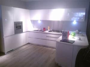 cucina Scavolini modello Tess, laccata lucida bianca Cucine a prezzi scontati