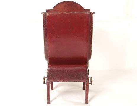 chaise a porteur vitrine chaise à porteur cuir doré au fer fleurs