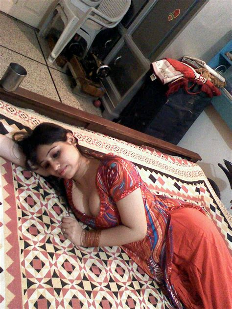 Beautiful Real Life Hot Indian Bhabhi Sexy Desi Aunty