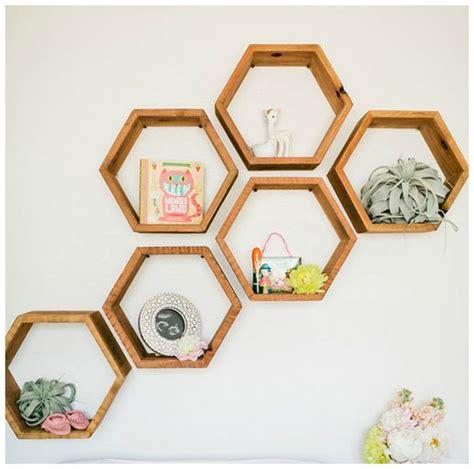 piccole mensole decorare le pareti con le mensole bigodino