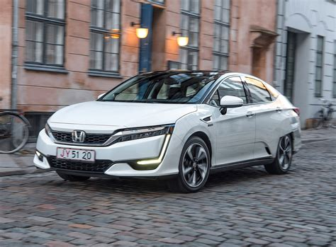honda clarity saloon review parkers