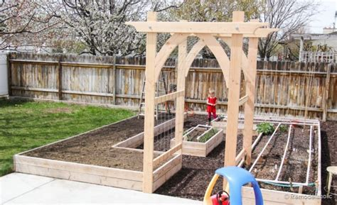 Garden Arbor Plans by White Garden Arbor Featuring Remodelaholic Diy