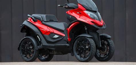 essai quadro le premier scooter   roues challenges