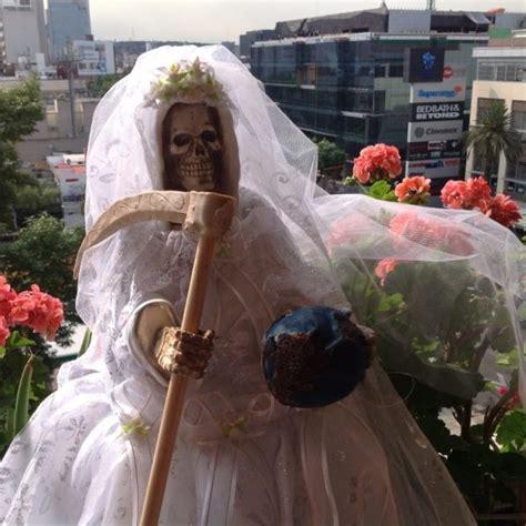 la historia de la santa muerte blanca roja  mas