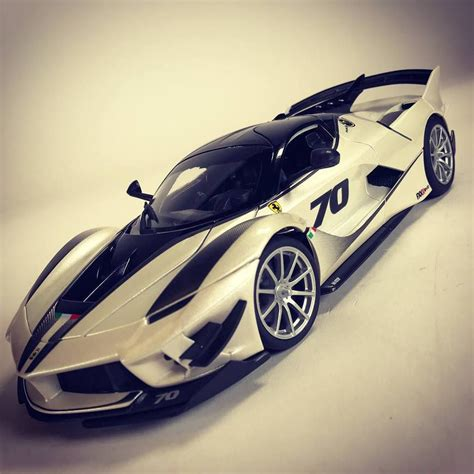 Along with the mclaren p1 and porsche 918 spyder, the ferrari laferrari was part of the holy the ferrari fxx k evo is, as the name suggests, an evolved version of the fxx k, with even greater performance capabilities. 1/18 : La Ferrari FXX-K Evo de Bburago - Mini PDLV