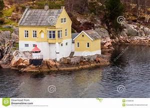 Haus Fjord Norwegen Kaufen : norwegen fjord haus stockfoto bild von landschaft ferien 47329540 ~ Eleganceandgraceweddings.com Haus und Dekorationen