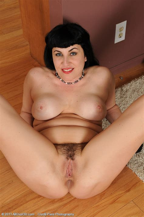 miscellaneous ladies high quality mature and milf pictures and movies from