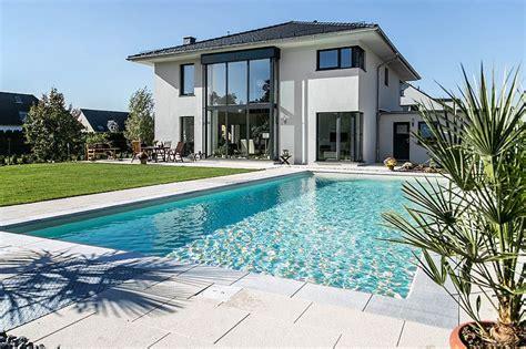 Moderne Häuser Dach by Moderne Stadtvilla Mit Zeltdach Tauber Architekten Und