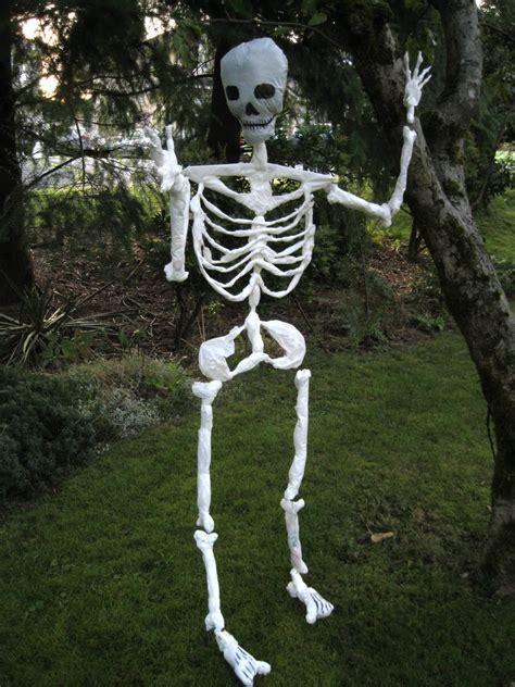 Indoor & Outdoor Halloween Skeleton Decorations Ideas