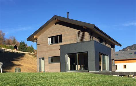 maison en panneaux de bois maison contemporaine avec panneaux trespa jolly construction bois
