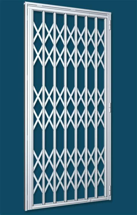 grille de securite extensible grille extensible de s 233 curit 233 sur et cagnes sur mer grille articul 233 e 224 avec rail