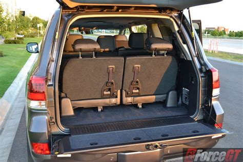 toyota landcruiser series  review  landcruiser sahara