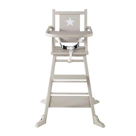 chaise haute bois bébé chaise haute pour bébé en bois taupe pastel maisons du monde