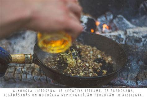 Receptes.lv - Ugunskurā gatavots steiks ar priežu dzinumiem un īru viskija saldskābo mērci