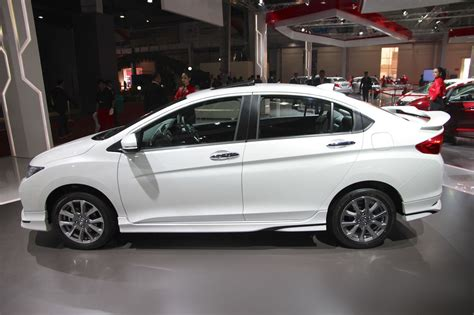 honda city pictures honda city to get facelift in india in october pakwheels