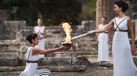 olimpiadi  olimpia accesa la torcia