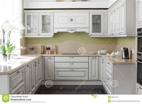 les meubles de cuisine cuisine moderne avec les meubles élégants photographie