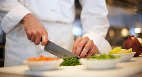 salaire chef cuisine fiche de poste du cuisinier cuisinière reso emploi