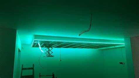 Deckensegel Mit Beleuchtung by Abgeh 228 Ngte Decke Mit Indirekter Beleuchtung Lichtvouten