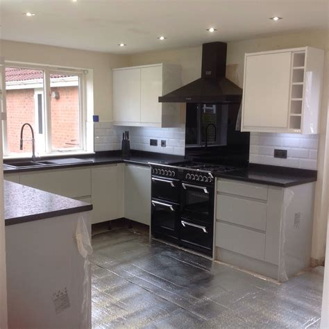 pictures of grey kitchen cabinets kitchen day 9 almost finished wickes sofia high gloss 7458