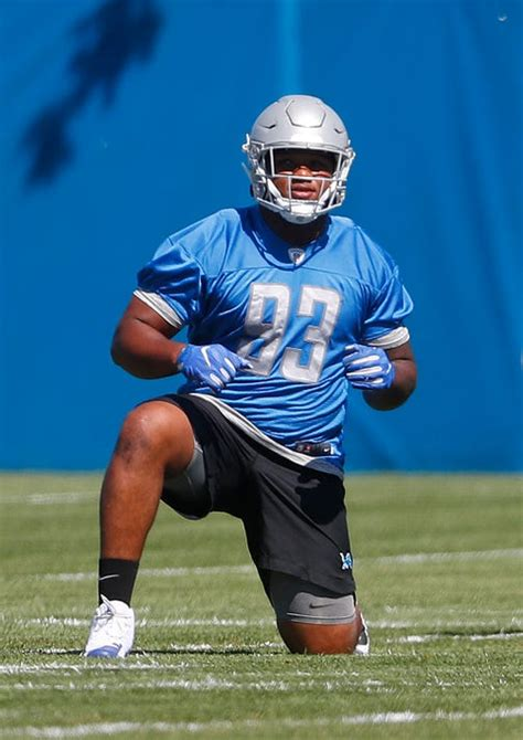 detroit lions rookie dashawn hand shows big promise  defensive