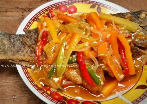 Selanjutnya, letakkan campuran bahan tadi di atas daun pisang, lalu letakkan ikan nila di atasnya, timpa dengan campuran bahan tadi. Gambar Ikan Nila Asam Manis - Gambar Ikan HD