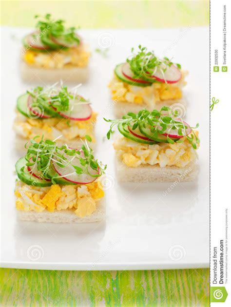 canapé oeuf canape avec l 39 oeuf le concombre les radis et le cresson
