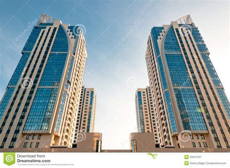 symmetrische huistorens stock afbeelding afbeelding