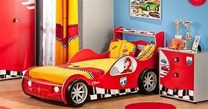 23 idees pour la chambre a coucher enfant moderne With maison design avec piscine 19 le lit voiture pour la chambre de votre enfant