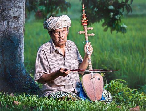Alat musik harmonis umumnya merupakan alat musik yang bisa menghasilkan tiga nada atau lebih secara bersamaan. Alat Musik Harmonis : Pengertian, Contoh dan Penjelasannya dengan Lengkap - Balubu