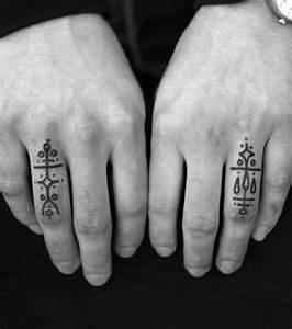 Tatouage Sur Le Doigt : tatouages doigts tatouage doigt sur ~ Melissatoandfro.com Idées de Décoration