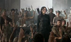 THE HUNGER GAMES: MOCKINGJAY PART 1 Feels Belabored and ...
