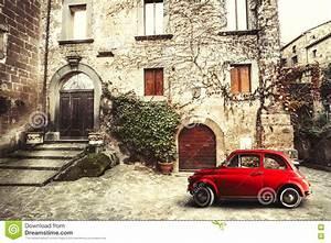 Fiat 500 Ancienne Italie : vieille sc ne d 39 italien de vintage petite voiture rouge antique fiat 500 image stock image du ~ Medecine-chirurgie-esthetiques.com Avis de Voitures