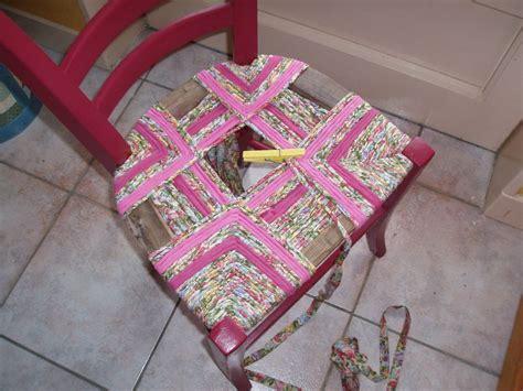 paillage chaise en tissu table de lit