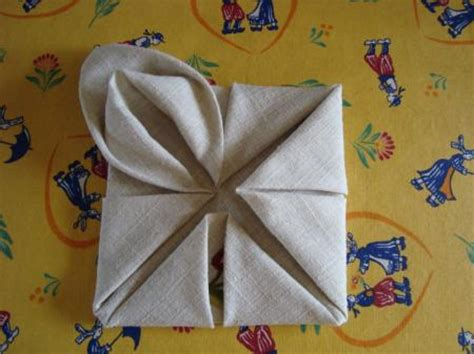 pliage de serviettes le lotus la guillaumette