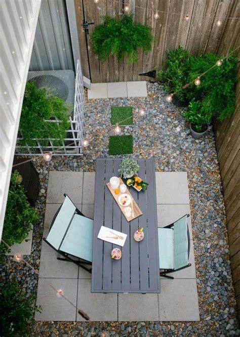 Gartengestaltung Bilder Kleiner Garten by Kleiner Garten Mit Essbereich Kies Und Bodenfliesen