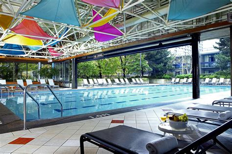 The Top Hotel Swimming Pools In Toronto