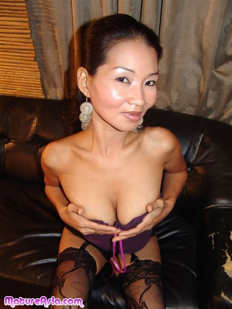 Miyan Is A Mature Hot Asian Mom Spreading Her Asian Pussy