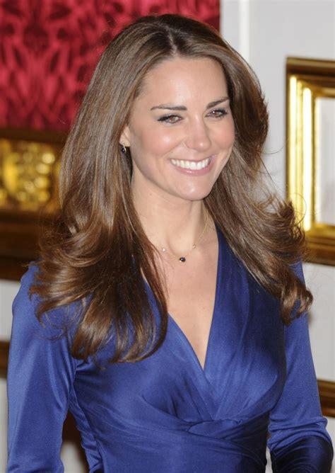 kate middleton   smiles  britains royal