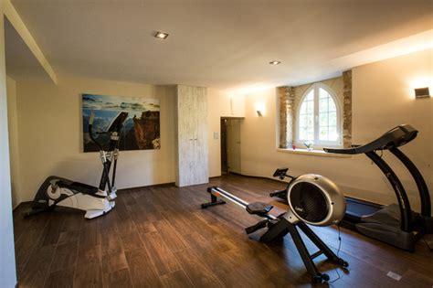salle de musculation petit couronne la salle de fitness au sous sol du ch 226 teau contemporain salle de sport autres p 233 232 tres