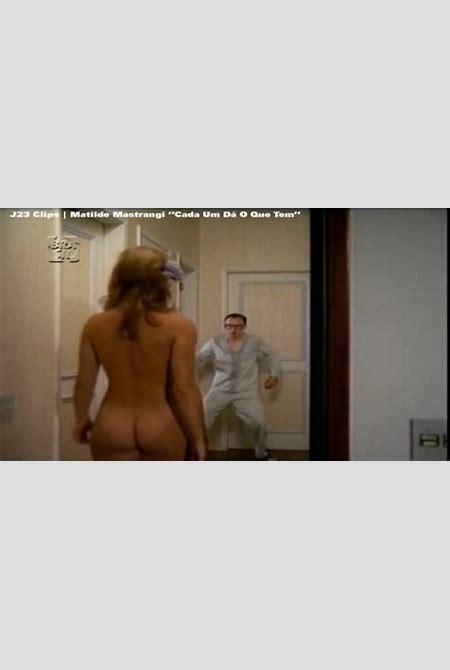 Naked Matilde Mastrangi in Cada um Dá o que Tem