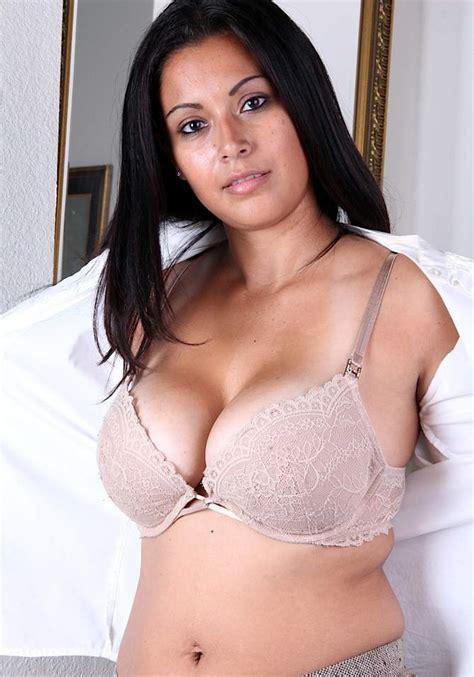mallu aunty  bra  panty