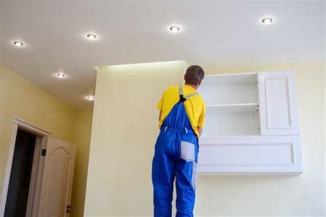 spot pour plafond tendu poser un spot lumineux sur un plafond tendu