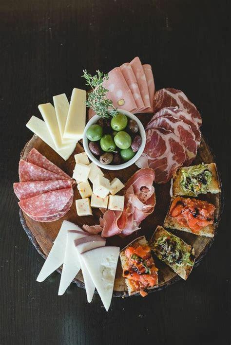 idees pour  plateau de charcuterie  de fromages