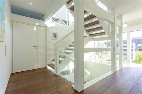Treppen Fuer Den Wohnraum Qual Der Wahl Bei Form Und Material by Architekt Entwirft Eigenes Fertighaus Hausberichte