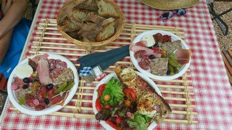 assiettes et tartine picture of le dejeuner sur l herbe sur vezere tripadvisor